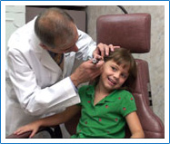 Dr. Rande Lazar checks ear infection in child